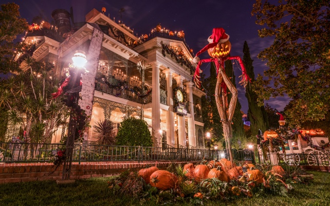 USA_Parks_Disneyland_Houses_Halloween_Pumpkin_539353_3840x2400